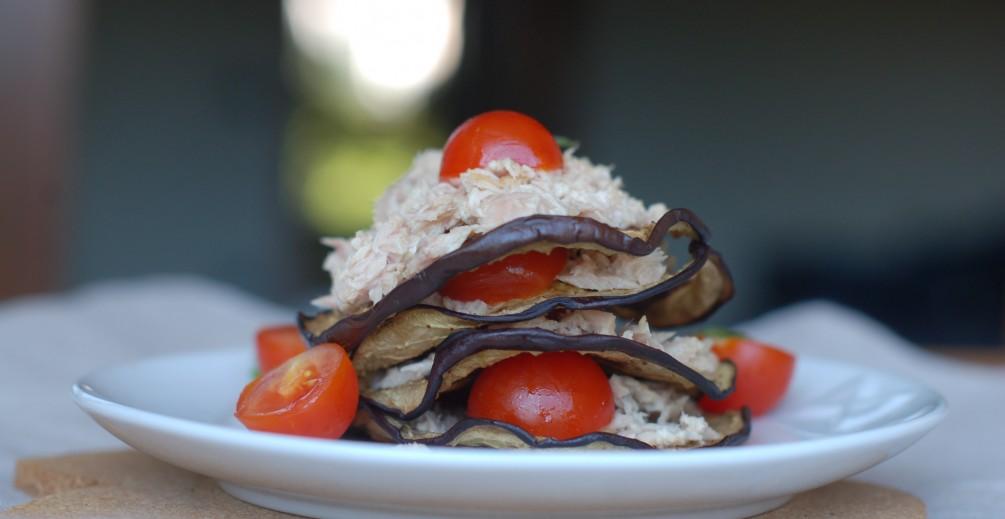 Melanzane grigliate con salsa al tonno e pomodorini
