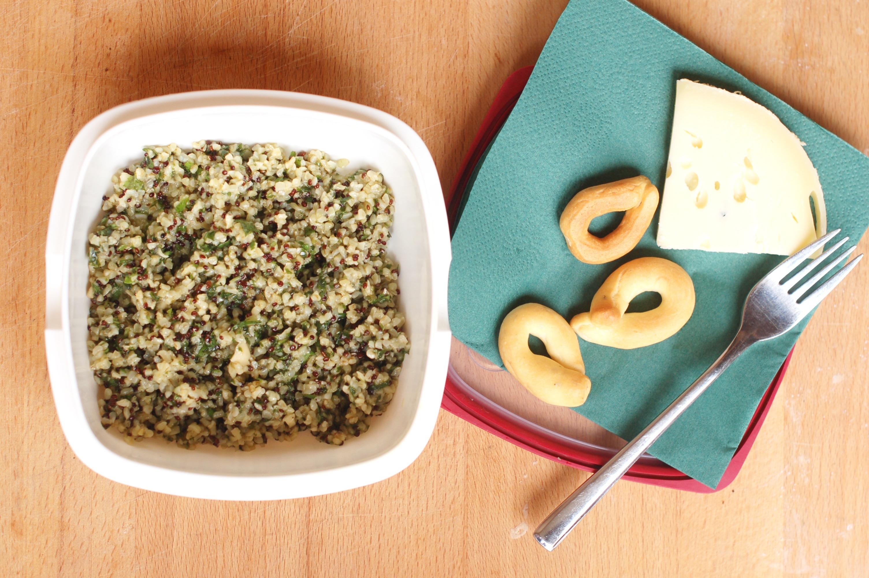 Bulgur e quinoa con pesto di mandorle