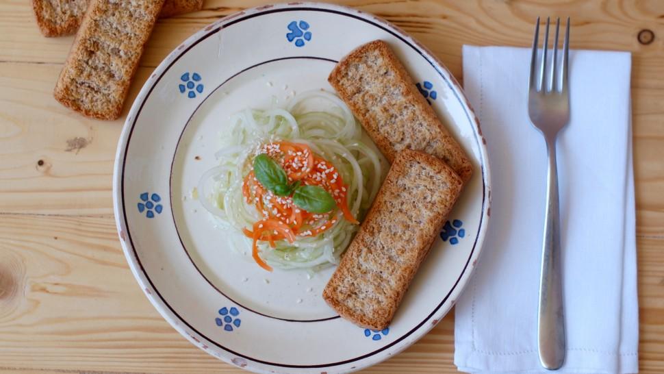 Spaghetti di cetrioli e carote