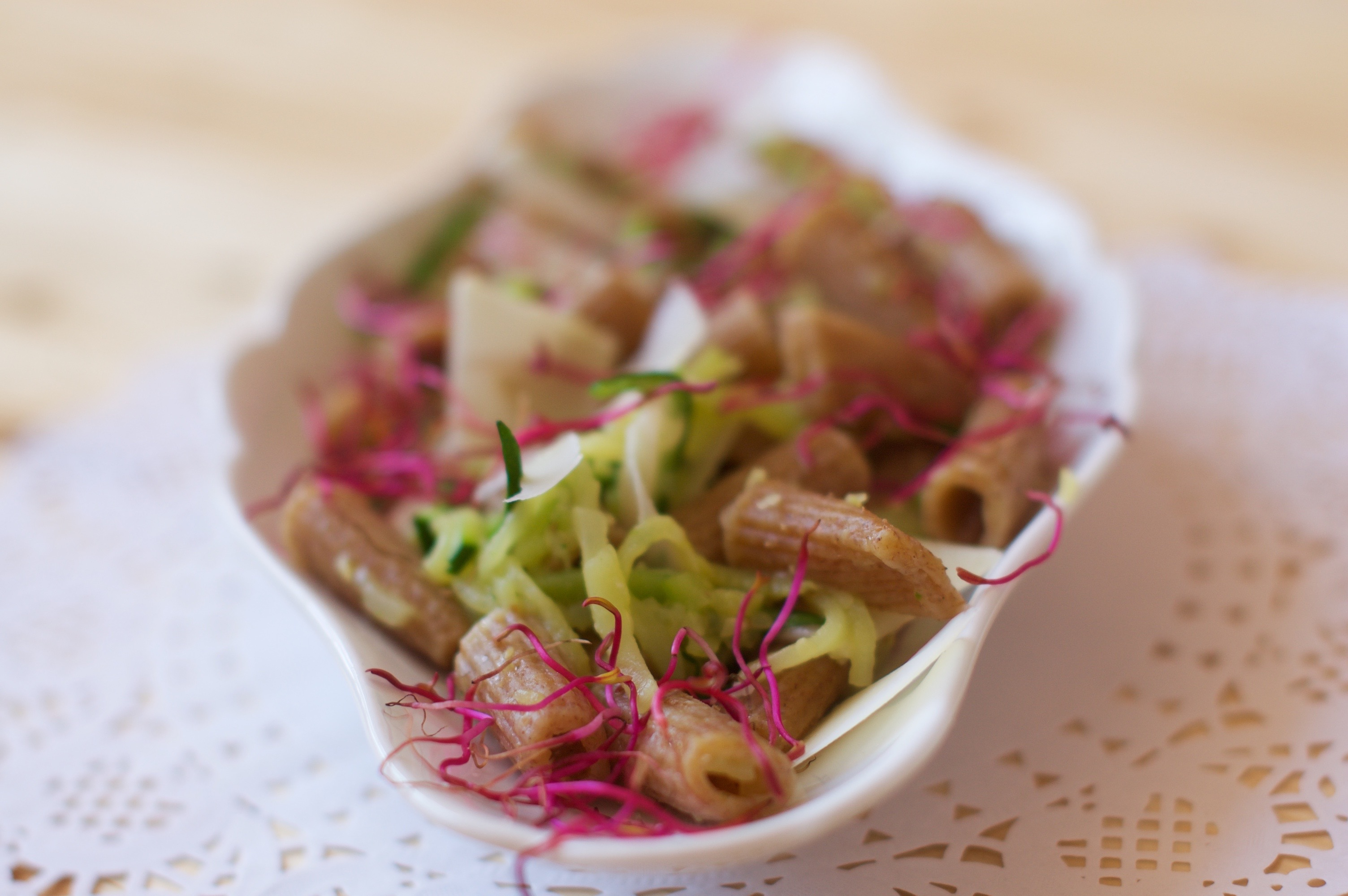 rigatoni con zucchine germogli e pecorino toscano