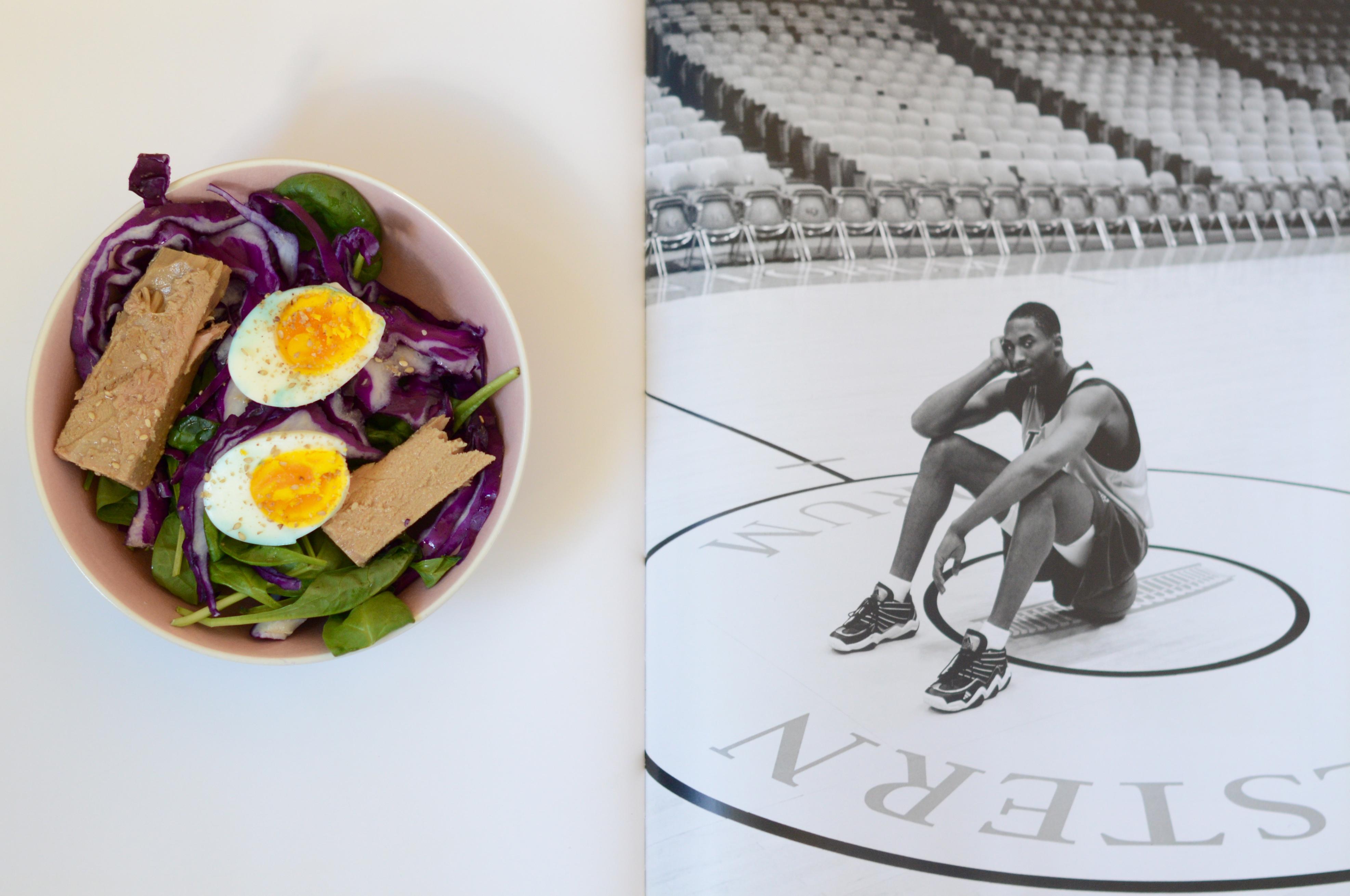 Insalata dello sportivo: crauti, spinacino, tonno e uova