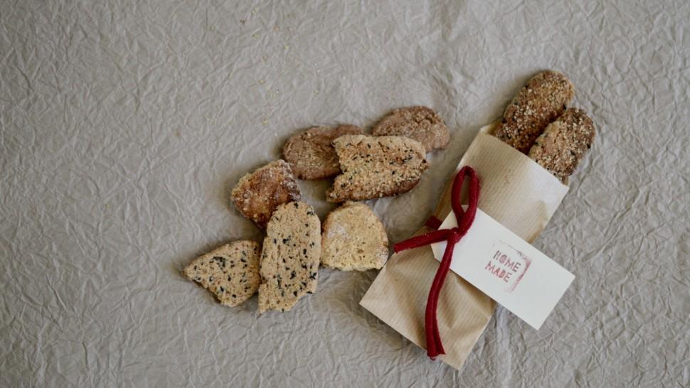 Biscotti grezzi integrali con sesamo