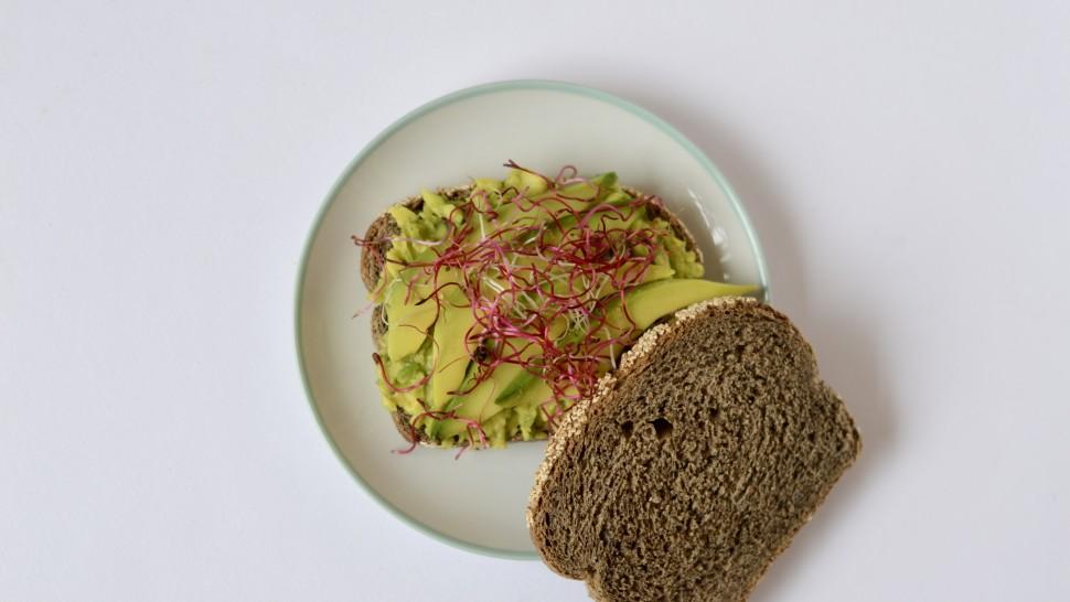 Toast di grano saraceno con avocado