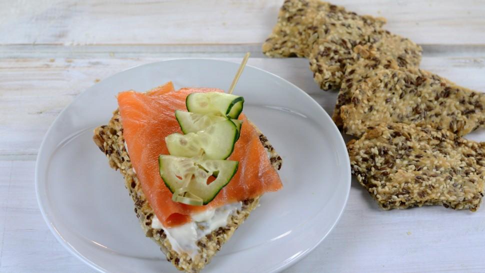 La Schiscia nord europea: cracker homemade con salmone