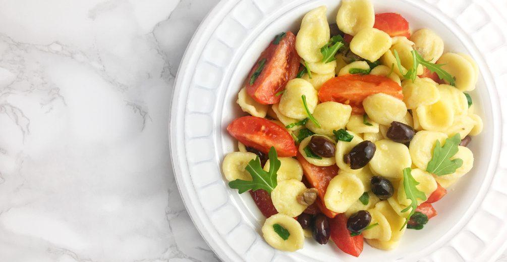 orecchiette di riso con olive, pomodorini e rucola
